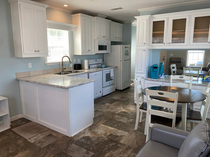 Close to Disney & Parks | Marvelous Stays Cottages, holiday rental in Buena Ventura Lakes