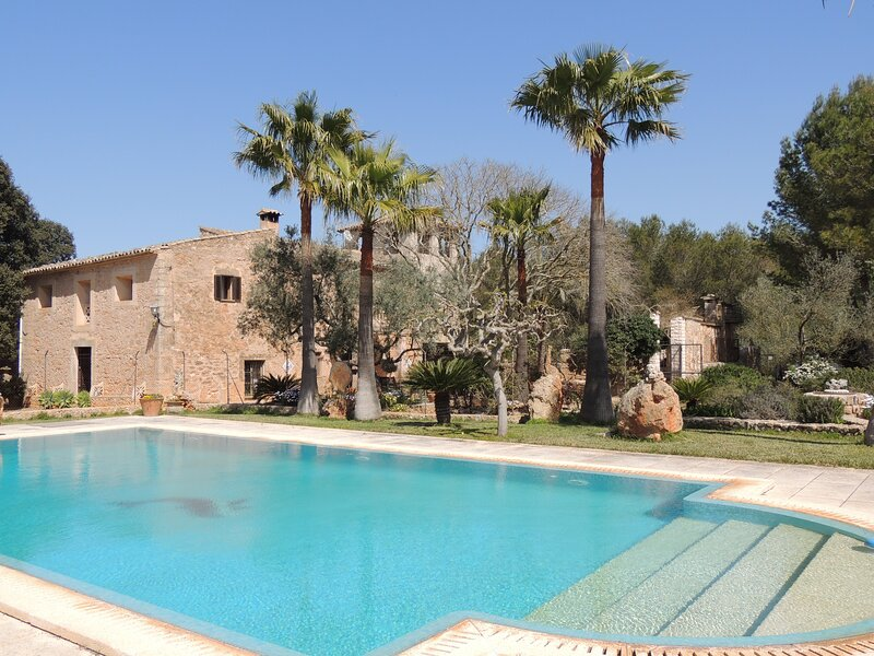 Charming Villa with Pool in Algaida, vacation rental in Santa Eugenia