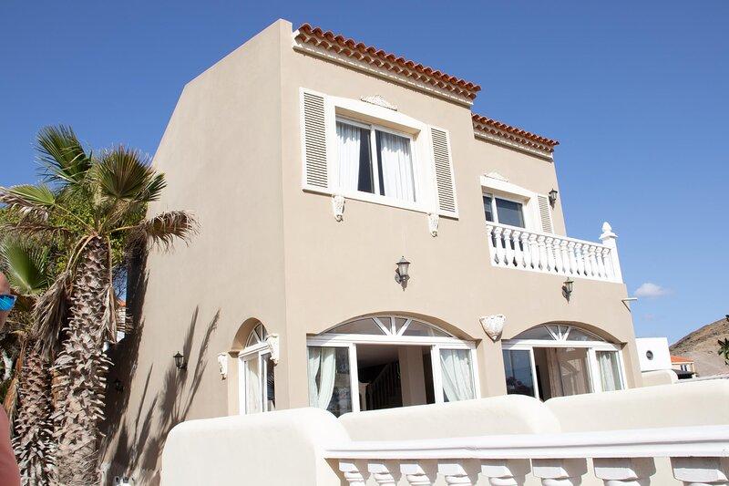 Luxuary front line 2-Bed Villa in El Médano, aluguéis de temporada em Granadilla de Abona