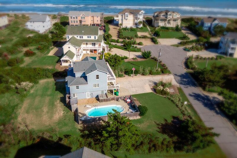 Inigo's Retreat | 200 ft from the beach | Dog Friendly, Private Pool, Hot Tub | – semesterbostad i Corolla