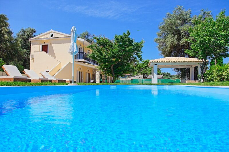 Villa Sun Solé, vacation rental in Peroulion