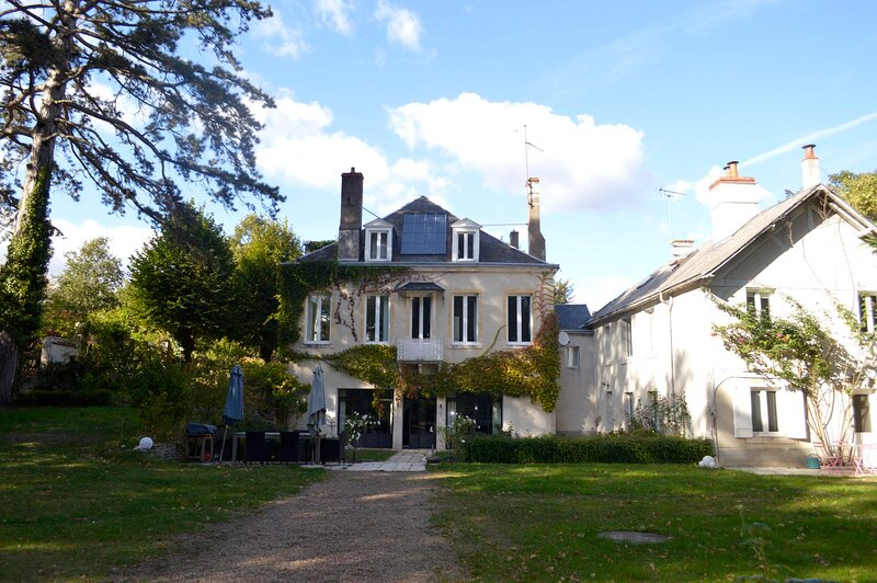 Maison lAmerique welcome you to one of their rooms Dogs are also welcomed, holiday rental in Saint-Hilaire-Saint-Mesmin
