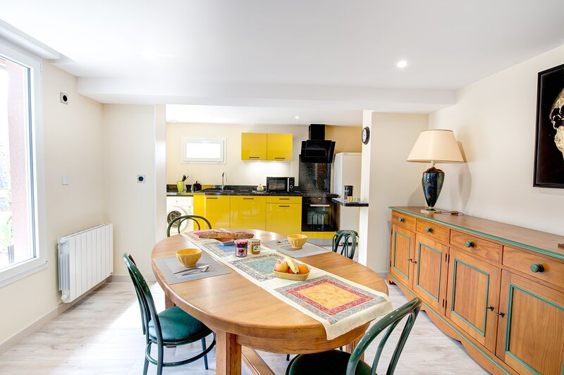 Espelidou is a 2 bedroom, 1 bathroom house is a few minutes from Orleans, holiday rental in Saint-Hilaire-Saint-Mesmin