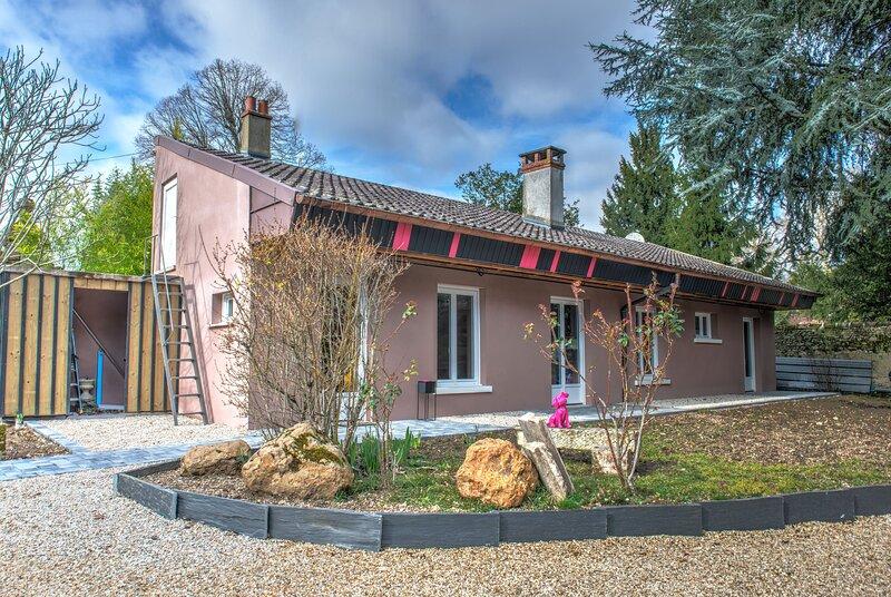 Espelidou is a 2 bedroom, 1 bathroom house is a few minutes from Orleans, location de vacances à Saint-Ay
