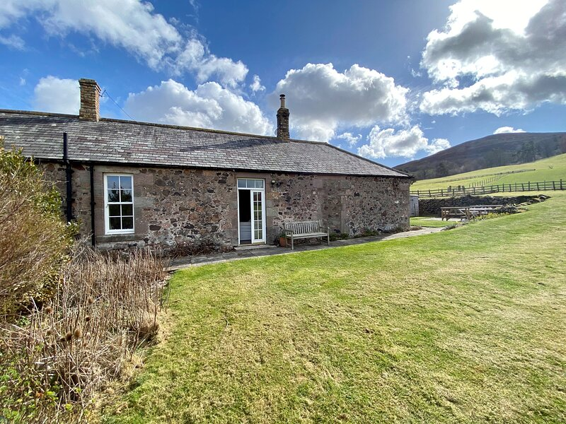 AKELD COTTAGE, pets welcome, WiFi, complimentary horse riding, near Wooler, Ferienwohnung in Kilham