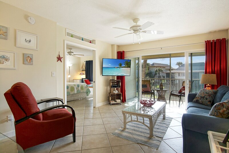 OV 625 Pond/Bridge View Condo-Welcome to Paradise, holiday rental in Hutchinson Island