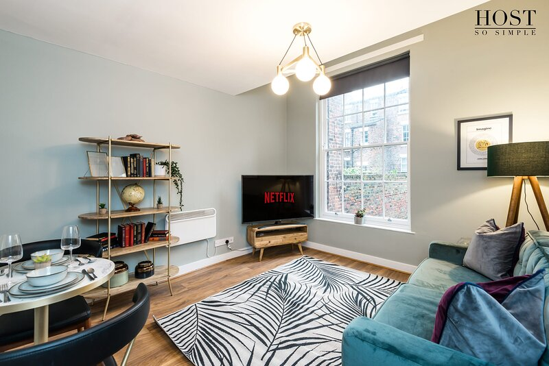 Cosy & Lovely One-Bedroom Apt in Georgian Quarter, holiday rental in Bromborough