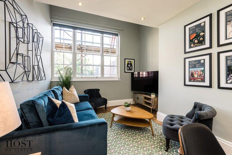 Large 2 Bedroom Georgian Quarter Apt Sleeps 6, holiday rental in Bromborough