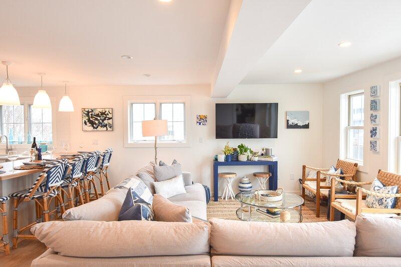 #144: Enjoy 3 Floors of Premium West End Living in Our Modern, Updated Town Hous, location de vacances à Provincetown