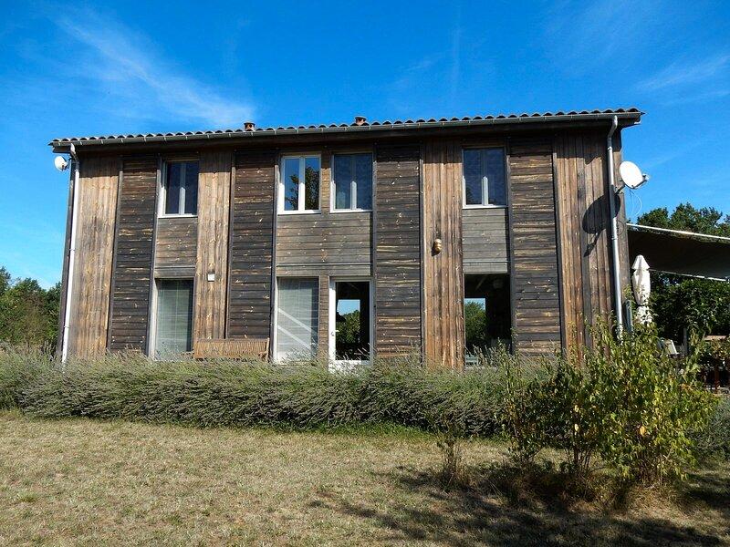 Maison les Terrasses : 4 étoiles - 4 chambres climatisées - piscine chauffée, holiday rental in Saint-Etienne-de-Villereal