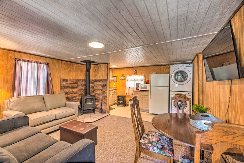 Pet Friendly Cloudcroft Cabin w/ Forest Views, holiday rental in Cloudcroft