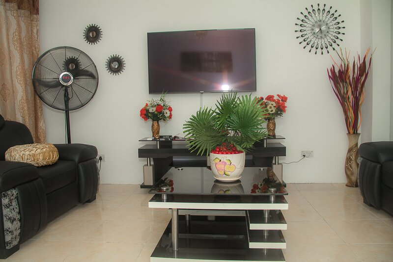 Home Away from Home in Gowon Estate, Ipaja, Lagos, casa vacanza a Lagos