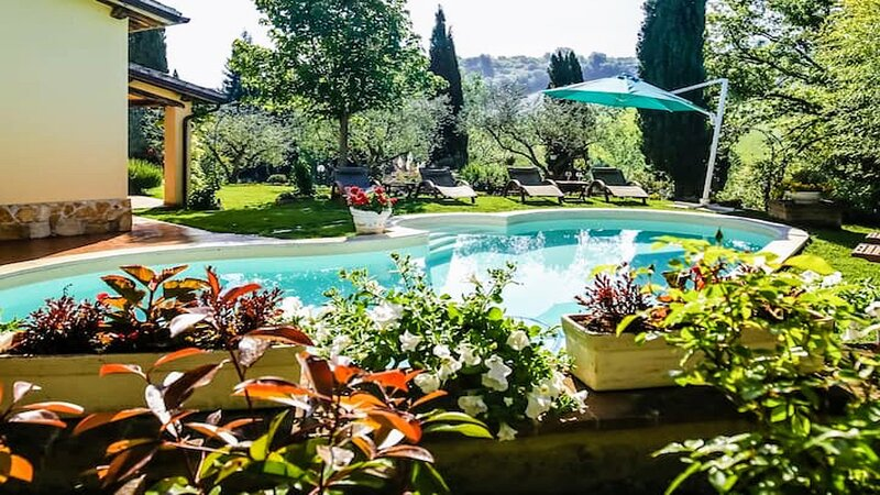 ENCHANTED VILLA/Exc pool, grounds, villa/Air con/ Spoleto central 10 mins drive, holiday rental in Castel Ritaldi