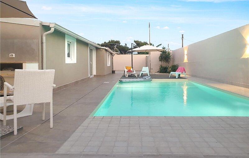 Beautiful home in Santa Croce Camerina with Outdoor swimming pool, WiFi and 2 Be, alquiler vacacional en San Lawrenz