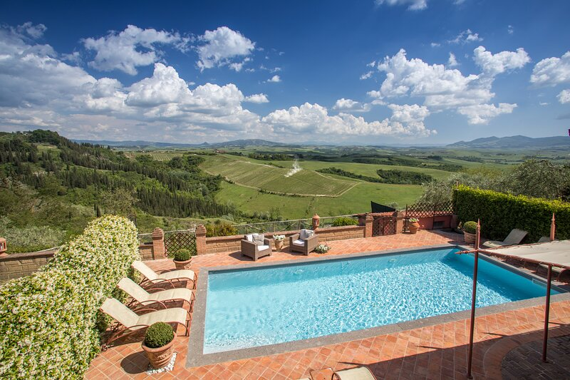 Fabbrica Villa Sleeps 13 with Pool Air Con and WiFi - 5888624, holiday rental in Fabbrica