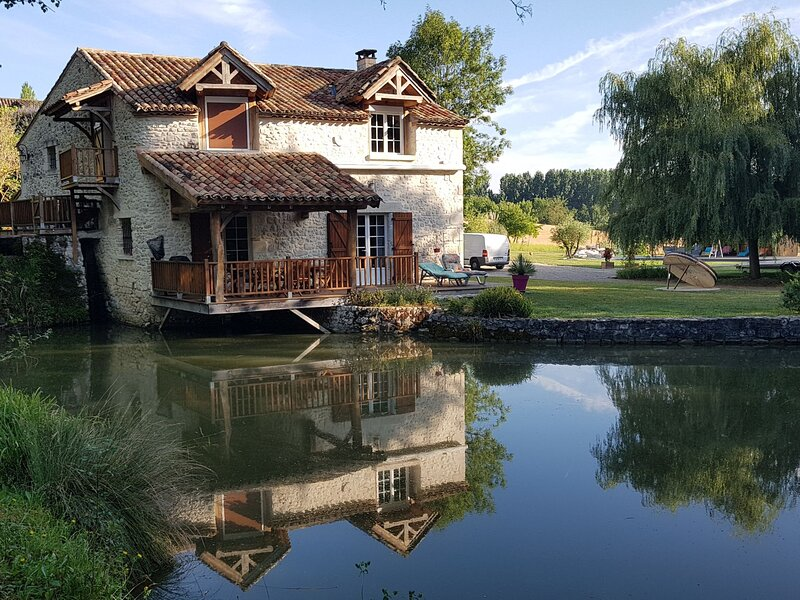Moulin de Rabine, location de vacances à Lougratte