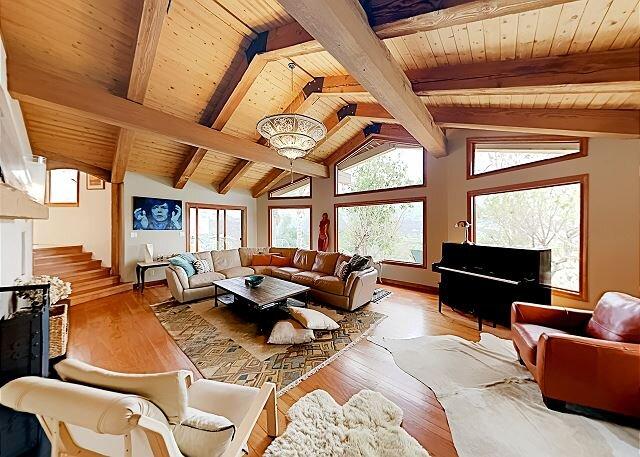 Ridgetop Manor | Stunning Mountain Views | Pool, Hot Tub & Outdoor Fireplace, holiday rental in Ojai