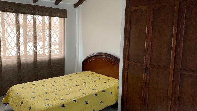 Amplio y Comodo apartamento en la Loma de la Cruz, vacation rental in Pichinde