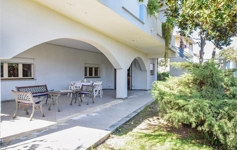 Beautiful apartment in Guardavalle with WiFi and 2 Bedrooms (IKK573), vacation rental in Monasterace