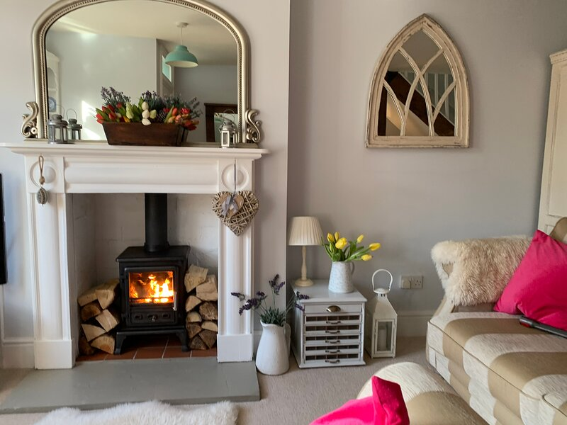Cottage for 2 nestling in the Malvern Hills - DIRECT rail link from London!, holiday rental in Malvern Hills