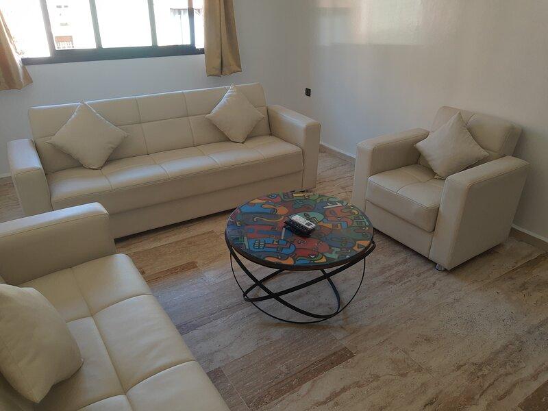 Gueliz Luxury ~ Guests Allowed, Hydromassage Shower, holiday rental in Marrakech