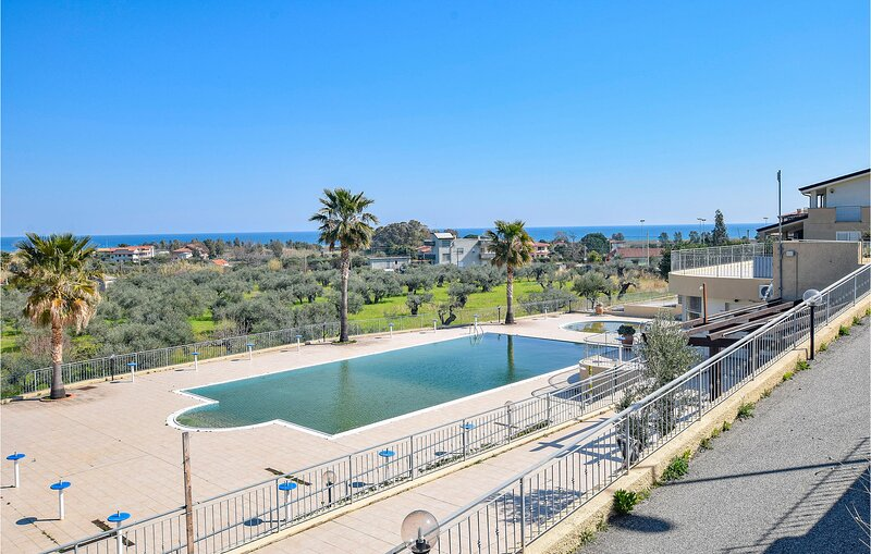 Nice home in Badolato with Outdoor swimming pool and 3 Bedrooms (IKK558), holiday rental in Davoli