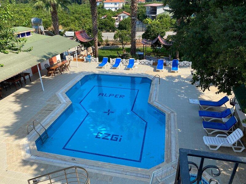 Alper Hotel 1 Bedroom Apart, holiday rental in Yaniklar