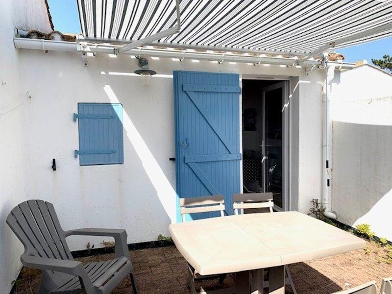 LES FERMES MARINES - STUDIO - PISCINE CHAUFFEE ET TENNIS COLLECTIFS, location de vacances à Givrand