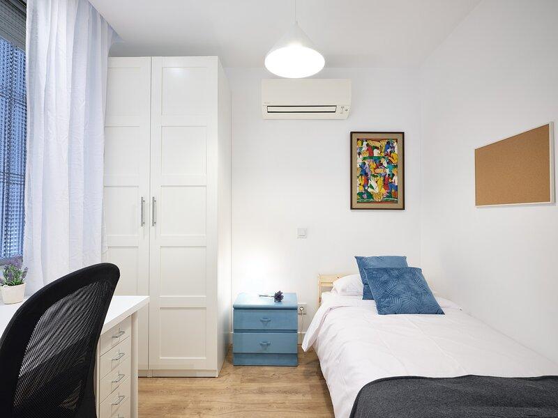 Fantástica habitación en Moncloa 4, holiday rental in Pozuelo de Alarcon