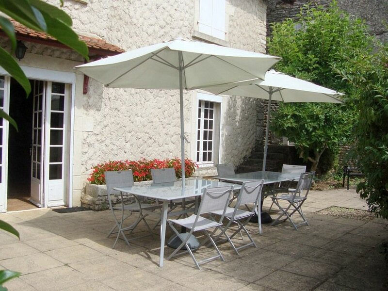 VILLA ANTIGONE, holiday rental in Dampierre-sur-Salon