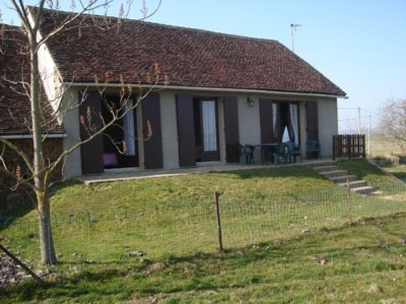 Location Gîte Génis, 3 pièces, 4 personnes, alquiler vacacional en Lanouaille