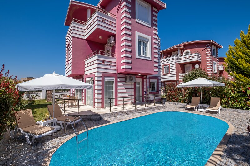 Villa with Private Pool and Fair Prices, holiday rental in Kadriye