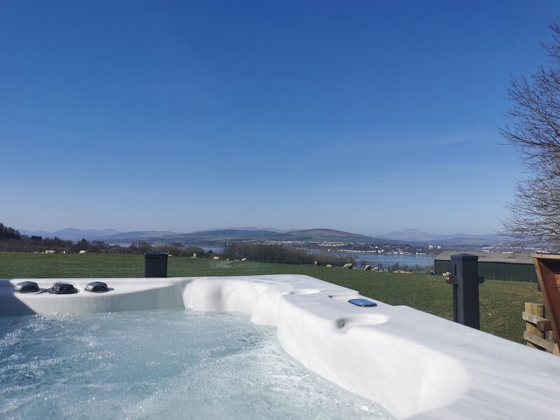 Luxurious Super King Lodge, holiday rental in Langbank