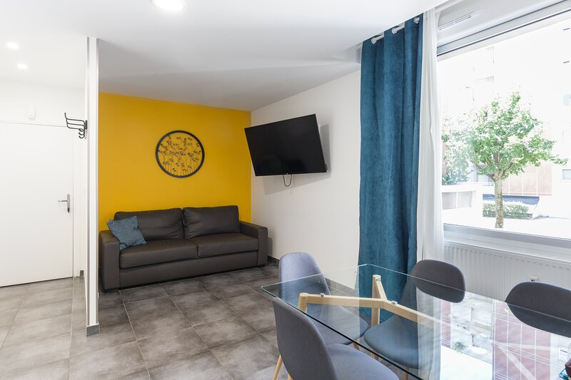 Chabaud 38 - Appartement 4 personnes 1 Chambre Wi-Fi Parking Centre-ville Reims, location de vacances à Chigny les Roses
