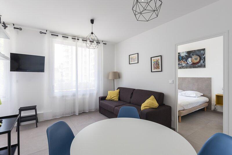 Chabaud 37 - Appartement 4 personnes 1 Chambre Wi-Fi Parking Centre-ville Reims, location de vacances à Chigny les Roses