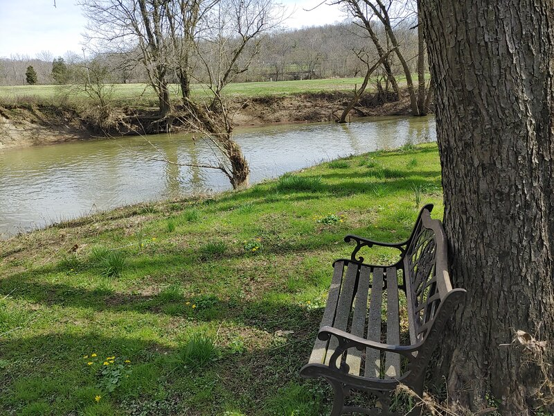 River Stay..Kayaking..Fishing..Relaxing!, vacation rental in Cincinnati