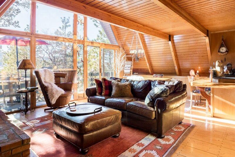 A Frame Of Mind ~ Ultra Relaxing Modern Moonridge Retreat ~ Amazing Reading Loft, vacation rental in Big Bear Lake