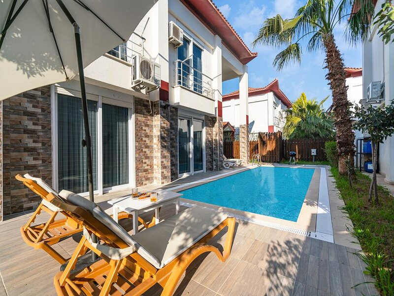 İdeal Villa for Relaxing Holiday with Private Pool - Villa Aris, holiday rental in Bogazkent