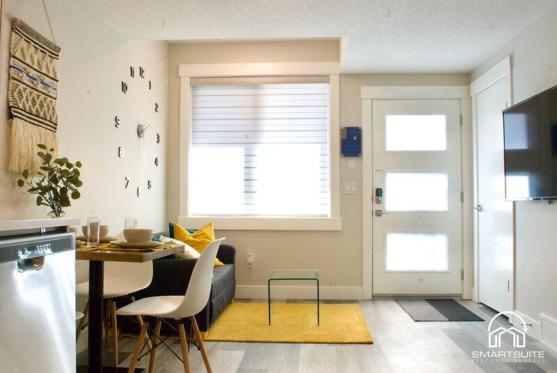Luxury ALTADORE Suite★Kitchen★SmartTV★Laundry, casa vacanza a De Winton