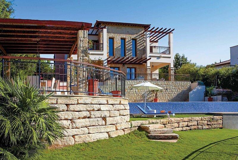 Luxury villa with infinity pool and sauna, aluguéis de temporada em Kouklia