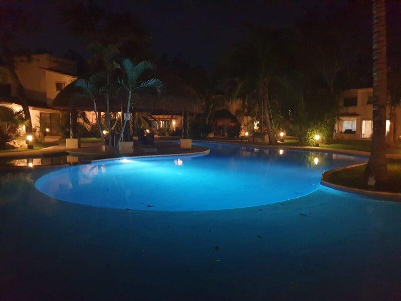 Casa Alexandra 4BR -10min 5ta y Playas! + Free Electricity!!, holiday rental in Playacar