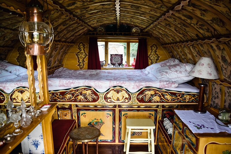 Romantic Gypsy caravan exclusively for two, holiday rental in Stokenchurch