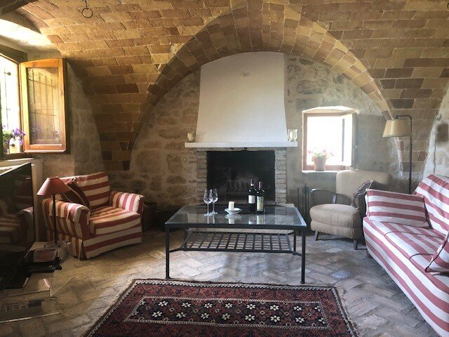Beautiful self-contained converted stables apartment in Abruzzo farmhouse, holiday rental in Rapino