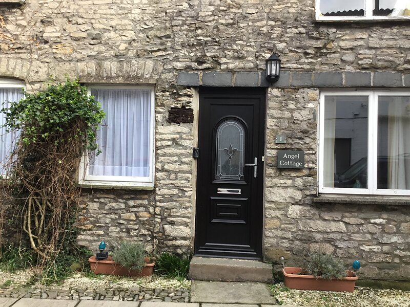 Two hundred year old spacious cottage in the centre of Kendal. Sleeps six., alquiler de vacaciones en Kendal