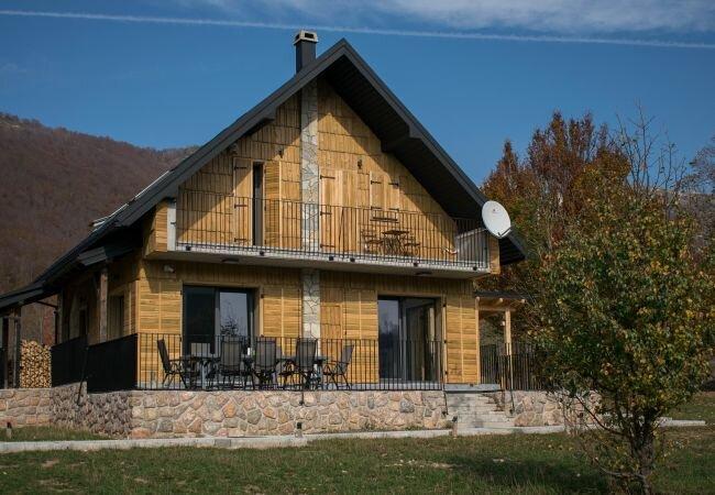 Baske Ostarije Holiday Home Sleeps 8 with WiFi - 5888649, holiday rental in Gospic