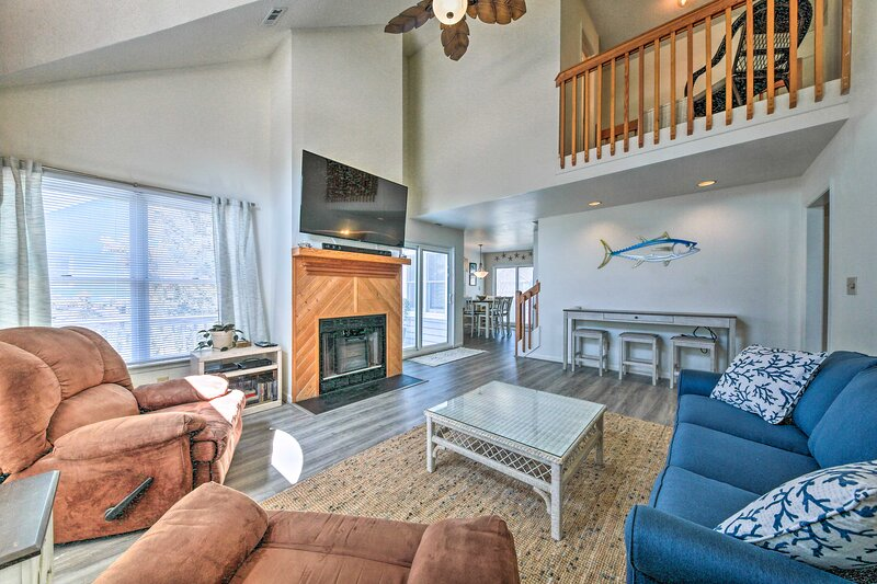 There's room for the whole gang in this 4-bed, 3-bath home for 10!