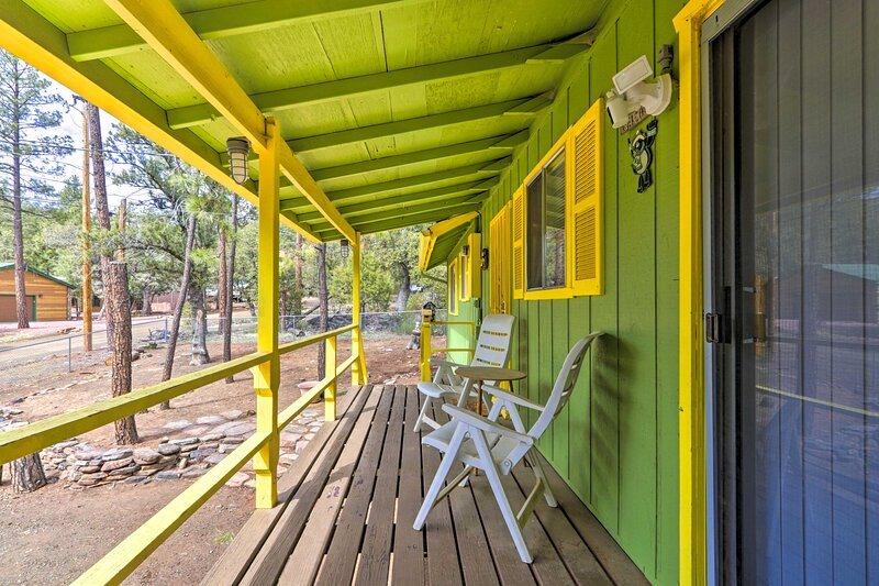 NEW! Bright Pine Cabin: Direct Trail Access & Deck, holiday rental in Strawberry