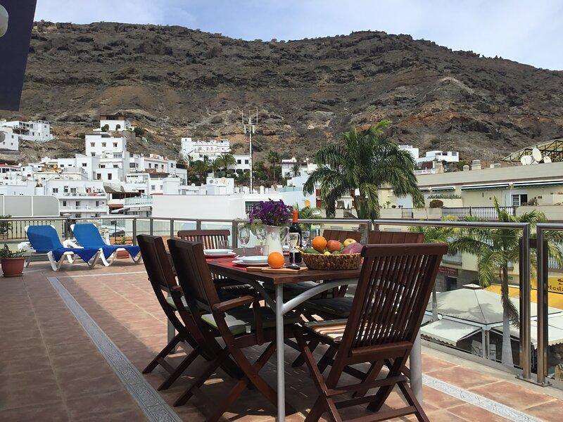 APARTAMENTO JUNTO A LA PLAYA, MAGNIFICA Y AMPLIA TERRAZA EN ESQUINA., holiday rental in Playa de Mogan