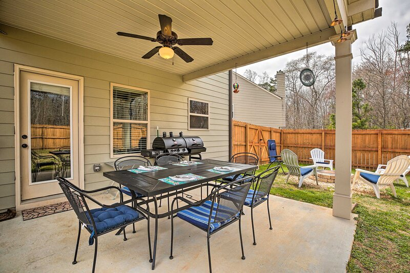 NEW! Modern Georgia Home: 4 Miles to Chateau Elan!, holiday rental in Commerce
