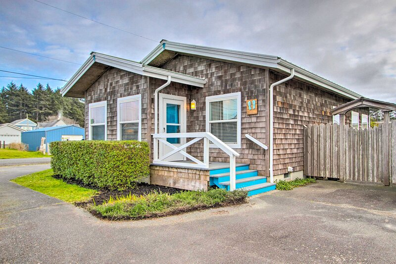 NEW! Airy Coastal Escape w/ Deck - Steps to Beach!, holiday rental in Pacific Beach